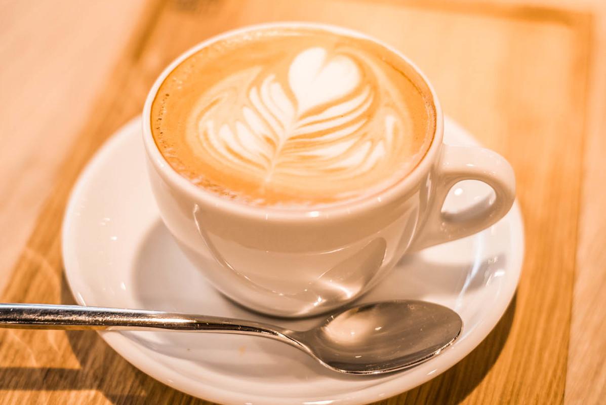 Latte Art lernen: Barista-Know-how für Anfänger (inkl. Tutorial)