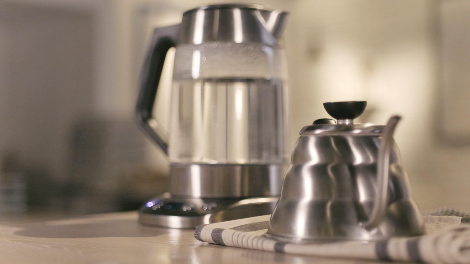 Schritt 1 der French Press Anleitung: Wasser kochen und Pulver bereitstellen